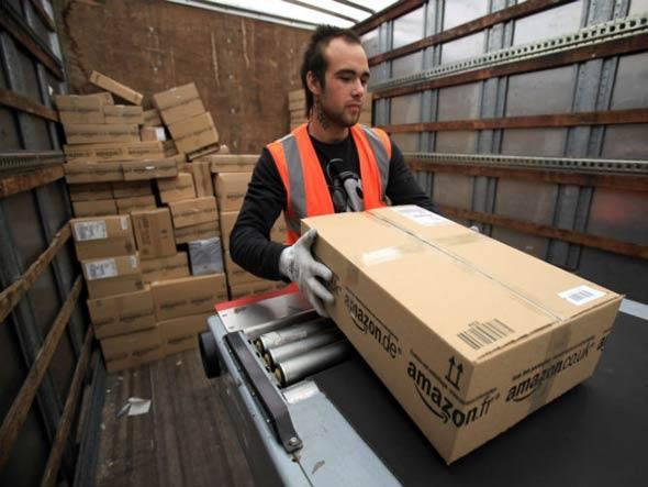 Funcionário da Amazon: companhia espera vender 1,1 milhão de produtos até o fim de 2012 (Foto: Getty Images)