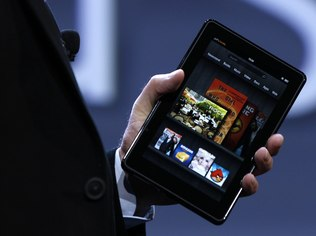 Com o Kindle Fire, a Amazon quer controlar 90% do mercado de ebooks brasileiro (Foto: Reuters)