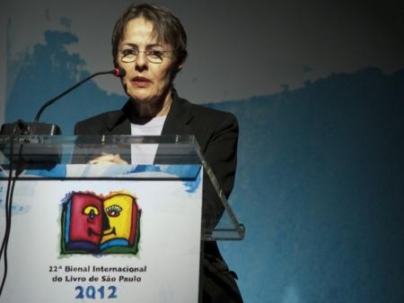 A ministra da cultura, Ana de Hollanda, discursa sobre leitura e educação na abertura da 22º Bienal Internacional do Livro de São Paulo (Foto: Marcelo Camargo/ABr)