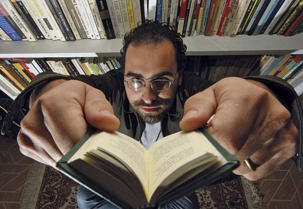 Claudecir Rocha acredita que apresentar o livro certo a alguém pode formar um leitor (Foto: Ivonaldo Alexandre/Gazeta do Povo)