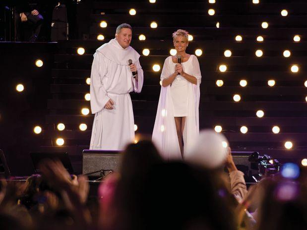 Xuxa foi um dos artistas que participaram da gravação do novo DVD do padre Marcelo Rossi (Foto: Pedro Carrilho/Divulgação)