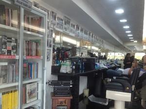 Acervo de biblioteca foi todo doado por clientes (Foto: Humberta Carvalho/G1)