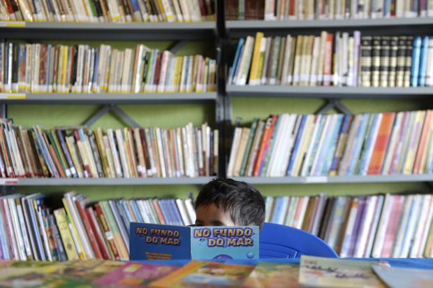 Biblioteca do bairro Pôr do Sol é um dos poucos espaços com frequência regular de associados (Foto: Juan Barbosa)
