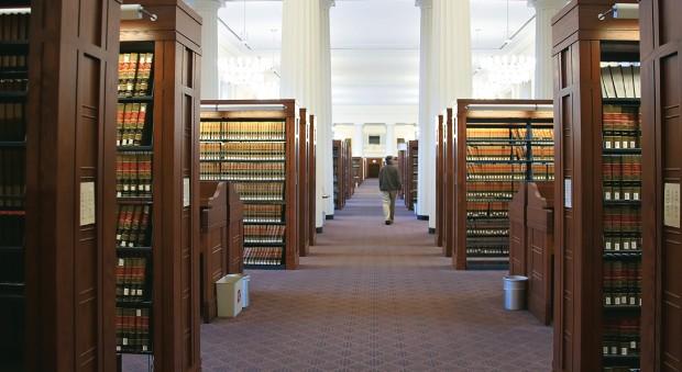 SEM FRONTEIRAS Biblioteca da Faculdade de Direito da Universidade Harvard, nos Estados Unidos. Seu acervo digitalizado está acessível a qualquer leitor do planeta (Foto: Kim Karpeles/Alamy)