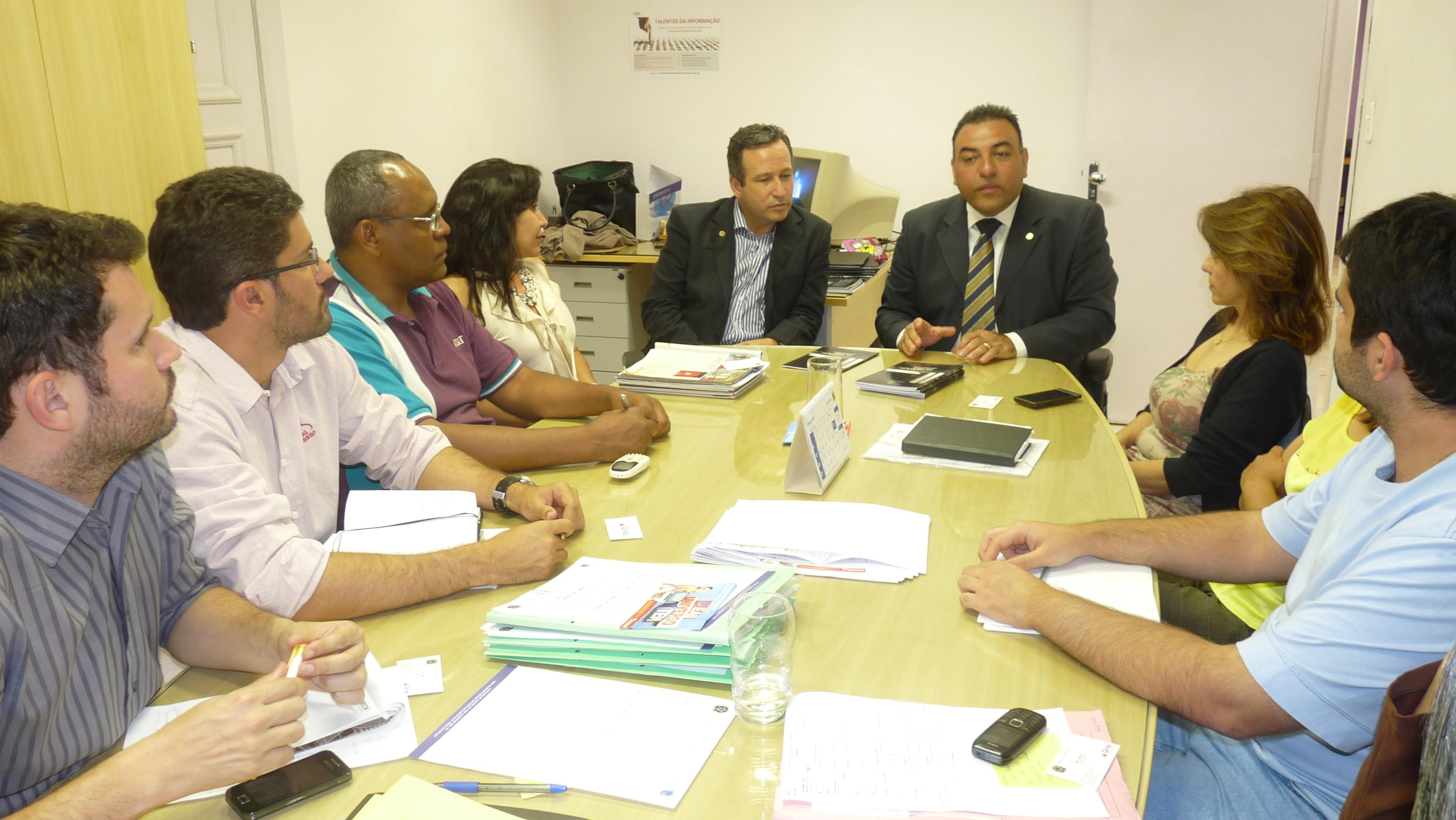 Conselheiros do CRB-6: Álamo Oliveira, Júlio Vítor Castro, Rogério Marques, Janaína de Paula, Elma Oliveira, Hugo Oliveira e o Deputado Dr. Grilo