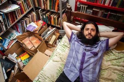 Três anos depois de montar Editora Patuá em casa, Eduardo Lacerda já publicou 155 livros e lançou dezenas de autores estreantes - alguns deles premiados (Roto: Reprodução)