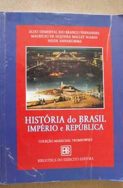 Livro editado pelo Exército e usado em colégios militares nunca passou pelo Plano Nacional do Livro Didático (Foto: Reprodução)
