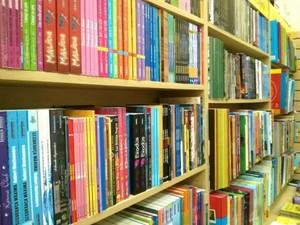 Campanha deve recuperar livros e arrecadar leite para entidades (Foto: Cláudio Nascimento/ TV TEM)