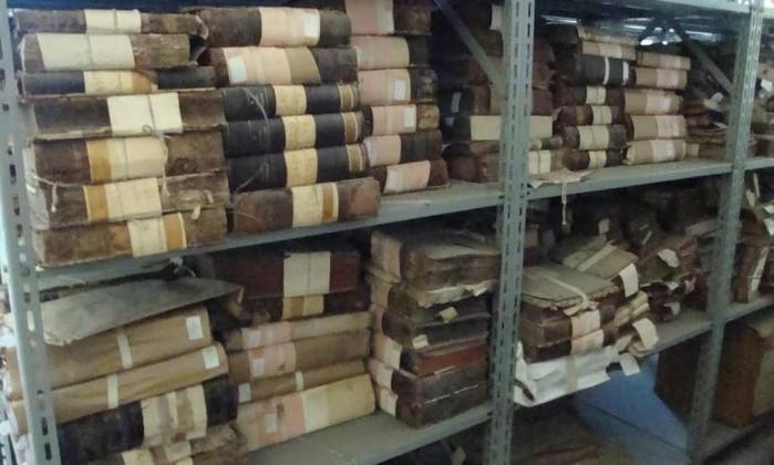 A coleção M-18, que reúne quatro mil livros do século XVIII e que, apesar de ter sido doada à Biblioteca Nacional em 1910, até hoje não está disponível para consulta pelo público (Foto: Alessandro Lo-Bianco / O Globo)