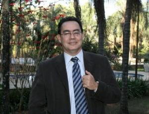 """Augusto Cury é psiquiatra, psicoterapeuta e autor de best-sellers como """"Nunca desista de seus sonhos"""" e """"Seja líder de si mesmo"""" (Foto: Divulgação)"""