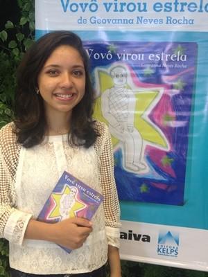 Geovanna diz que livro 'é a realização de um sonho' (Foto: Fernanda Borges/G1)