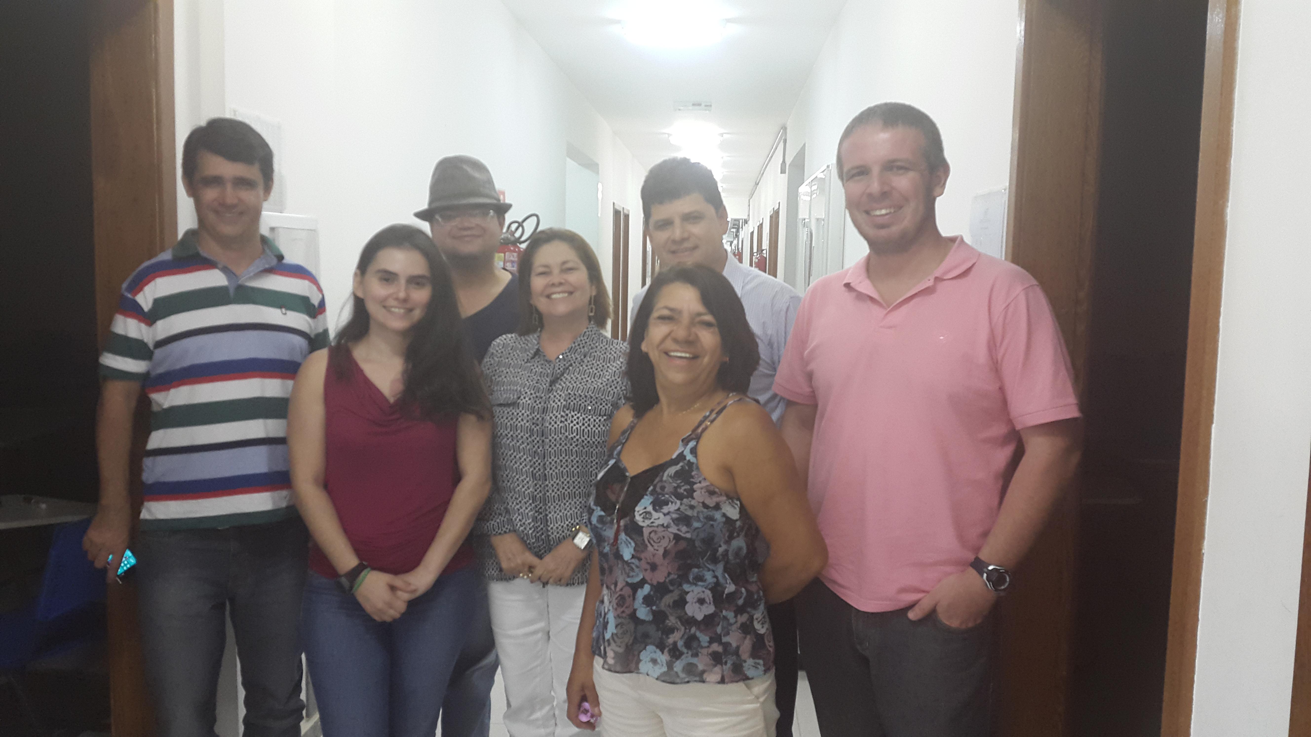 Da esquerda para direita: Adeildo José Tosta (Aluno egresso), Carolina Cândido Pereira (Aluna do curso de Biblioteconomia), Marcelo Nair dos Santos (Docente), Dulcinea Sarmento Rosemberg (Subcoordenadora do Colegiado de Biblioteconomia), Neusa Balbina de Souza (Coordenadora do Colegiado de Biblioteconomia), Ademilson Andrade Siqueira (Membro de Gestão) e Eduardo Valadares. (Foto: Divulgação)