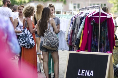 Biblioteca fashion recria o conceito de aluguel de roupas (Foto: Reprodução/Lena The Fashion Library)