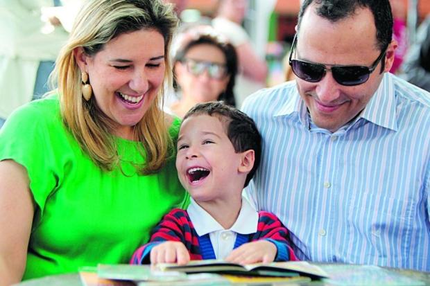 Só alegria. Daniela Mascarenhas, Bê e Henrique Dourado comemoraram a abertura da biblioteca