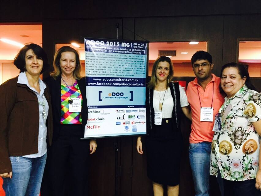Da esquerda para a direita: a presidente Mariza Martins, a organizadora do evento Todeska Badke, os conselheiros Fabíola Terenzi e Eros Leite e a vice-presidente Denise Ramos.