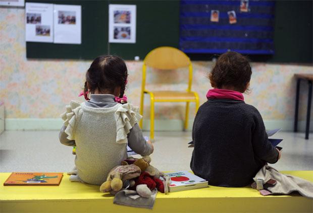 Crianças em escola francesa: relação com a leitura começa muito antes do processo de alfabetização, dizem especialistas