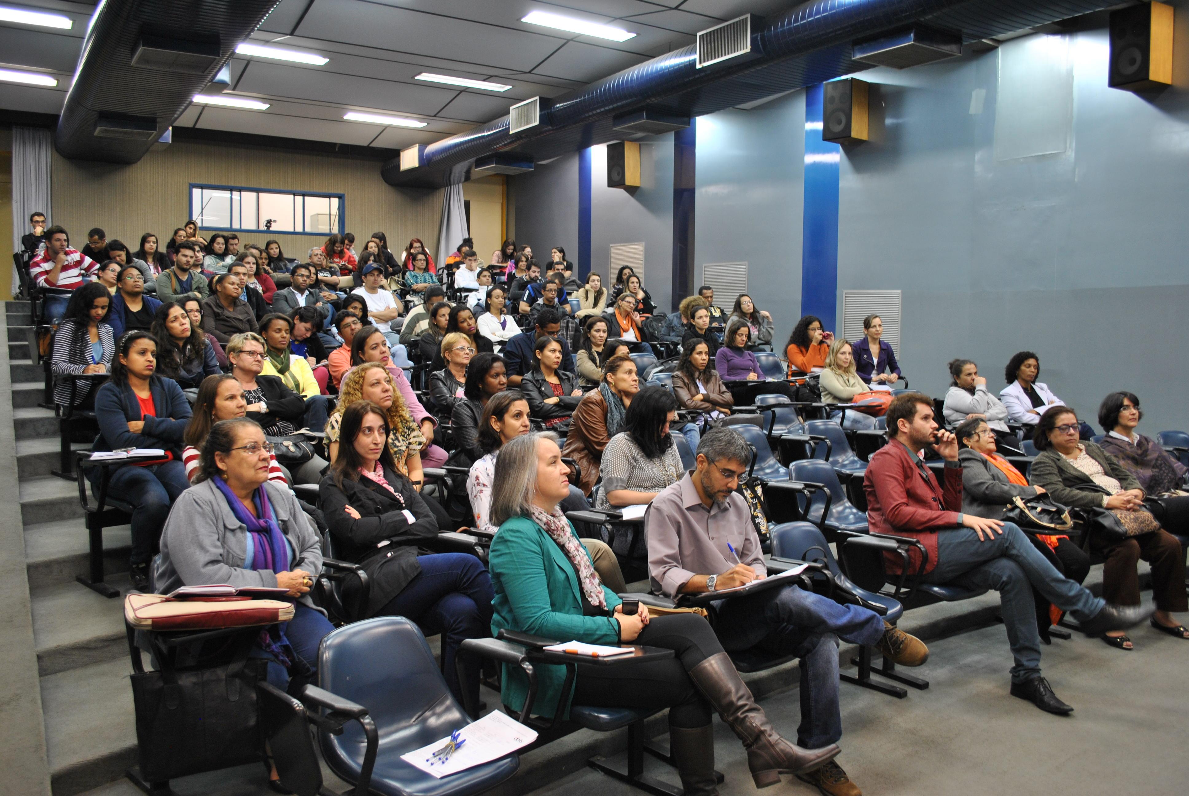 Cerca de 70 pessoas compareceram à palestra no Auditório Azul da ECI/UFMG (Victor Alves)