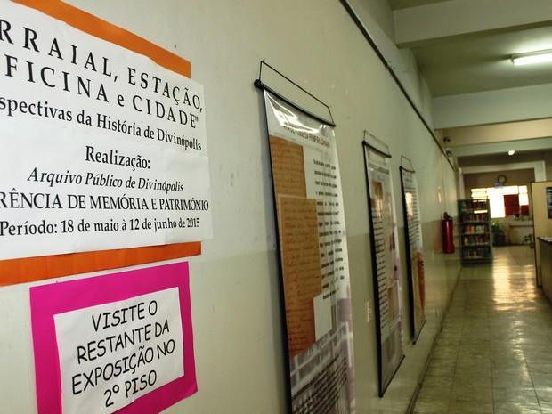 Cartazes revivem um pouco da história de Divinópolis (Foto: Pablo Santos )
