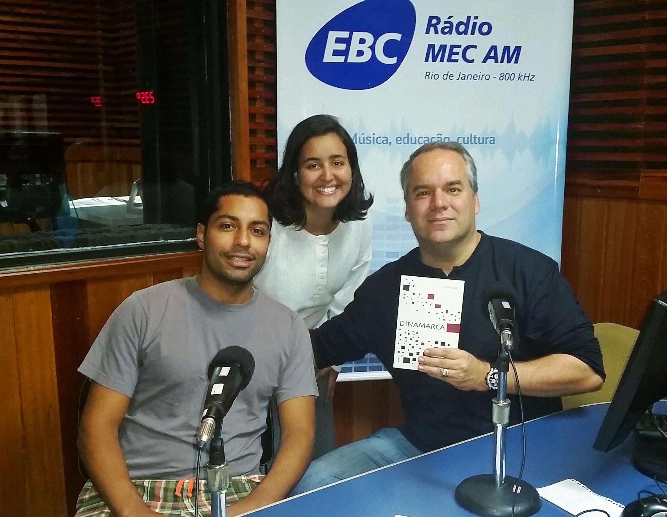 Cadu Freitas entrevista o jovem autor Igor Dias, com a participação da estudante Milena Lopes (Foto: Divulgação)