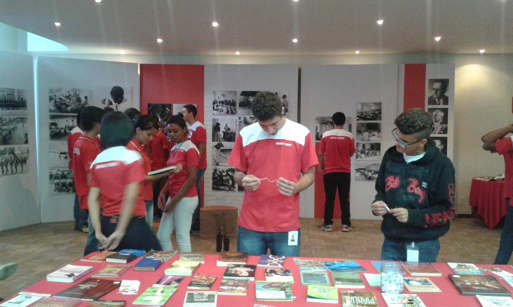 Alunos participam da Troca de Livros no SENAI Américo Renê Gianetti