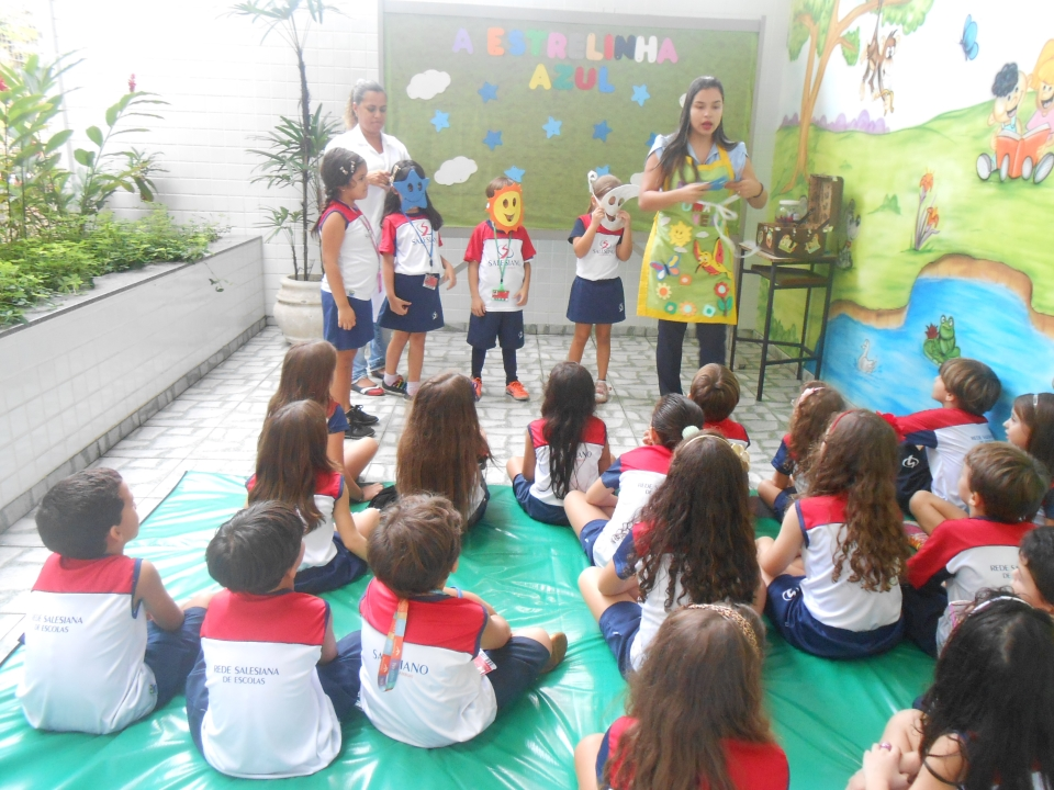 Crianças se divertem com roda de histórias (Foto: Assessoria do Colégio Salesiano)