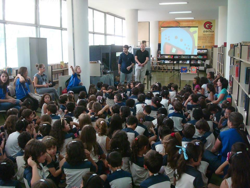 Crianças participam de ação na biblioteca (Foto: Silvio Reis Bastos)