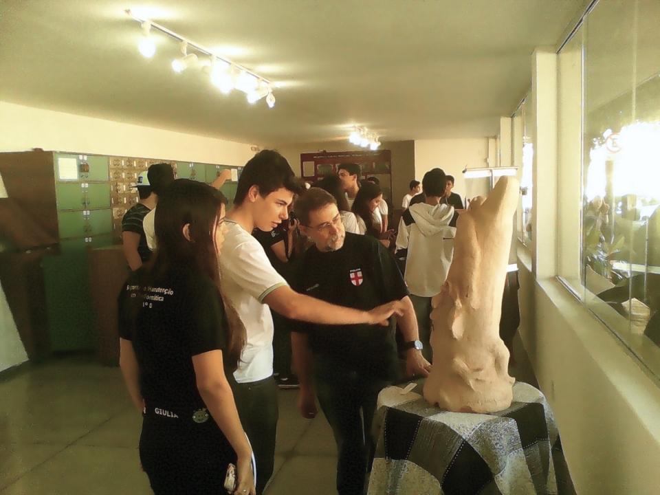 Exposição do artista plástico Hélio Siqueira na galeria de arte da Biblioteca (Foto: Acervo Fotográfico da Biblioteca)