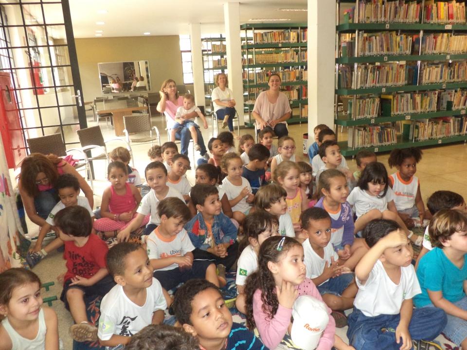 Crianças conhecem melhor como funciona o trabalho na Biblioteca (Foto: Acervo Fotográfico da Biblioteca)