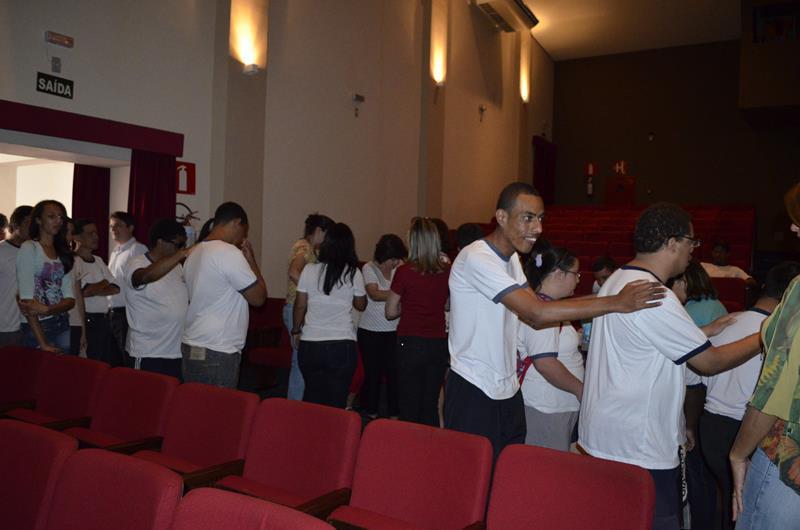 Legenda: Alunos da Apae participam do projeto Amigos da Leitura (Foto: Divulgação/Prefeitura)