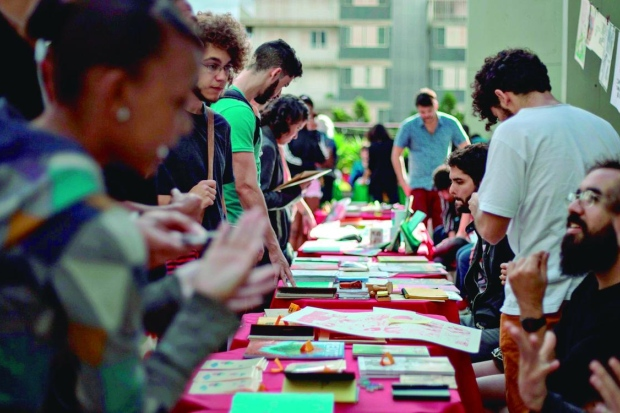 Legenda: Venda de livros ocorre de maneira independente no Maletta (Foto: Luiz Carlos Oliveira Ferreira)