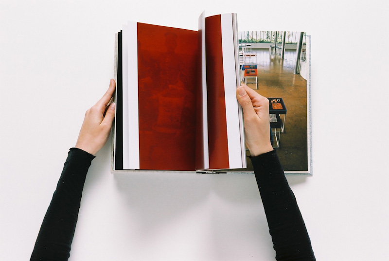 Livro de artista de Rosangela Rennó (Foto: Reprodução)