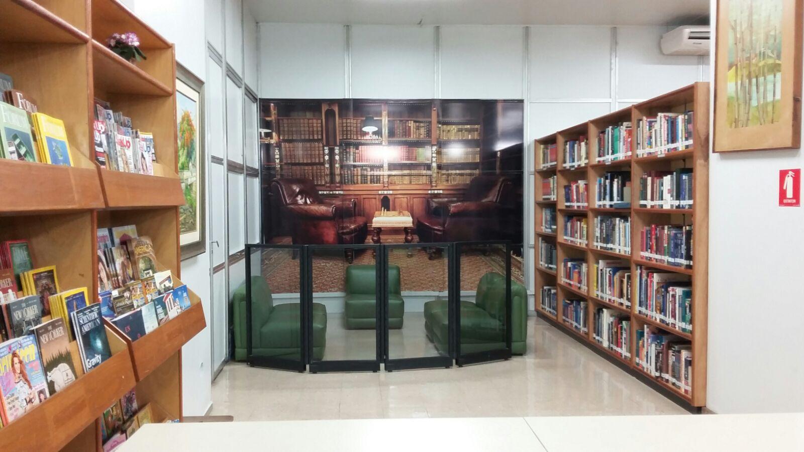 Biblioteca do Instituto Cultural Brasil Estados Unidos (Foto: Daiane Campos)