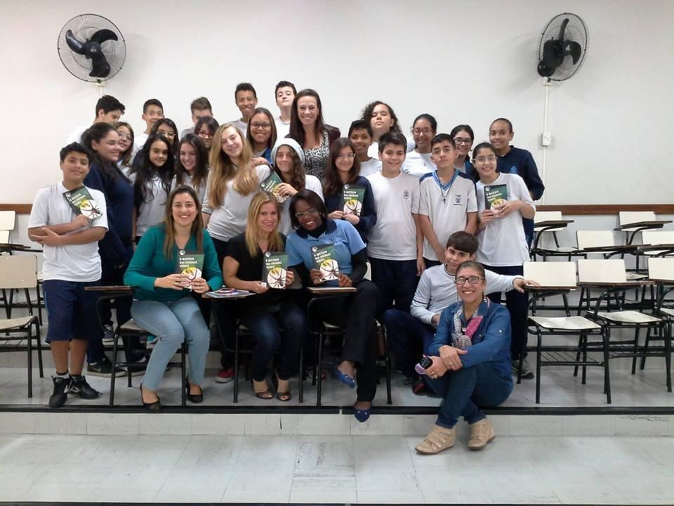 Alunos participam de ação literária na escola (Foto: Divulgação)