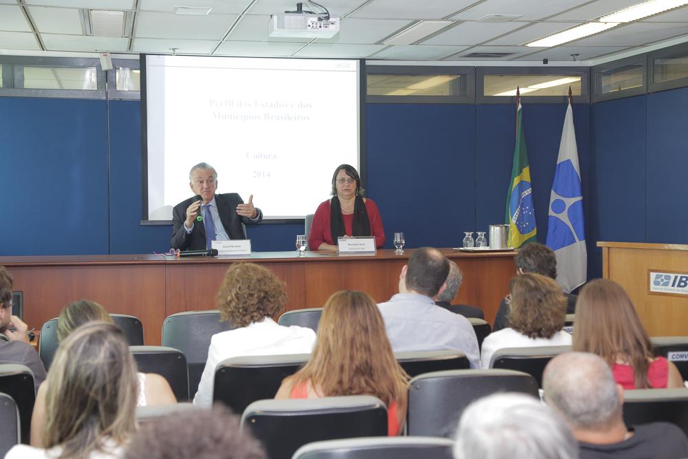 Juca Ferreira e Wasmália Bivar comentaram a pesquisa do IBGE com indicadores culturais dos estados e municípios (Foto: Zo Guimarães)