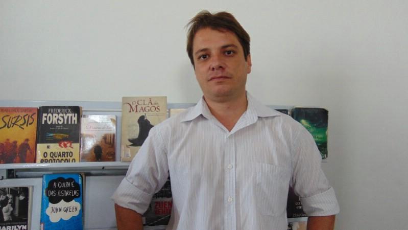 Eduardo Rocha, gerente da Biblioteca Municipal Professor Mello Cançado (Foto: Reprodução/JC Notícias)