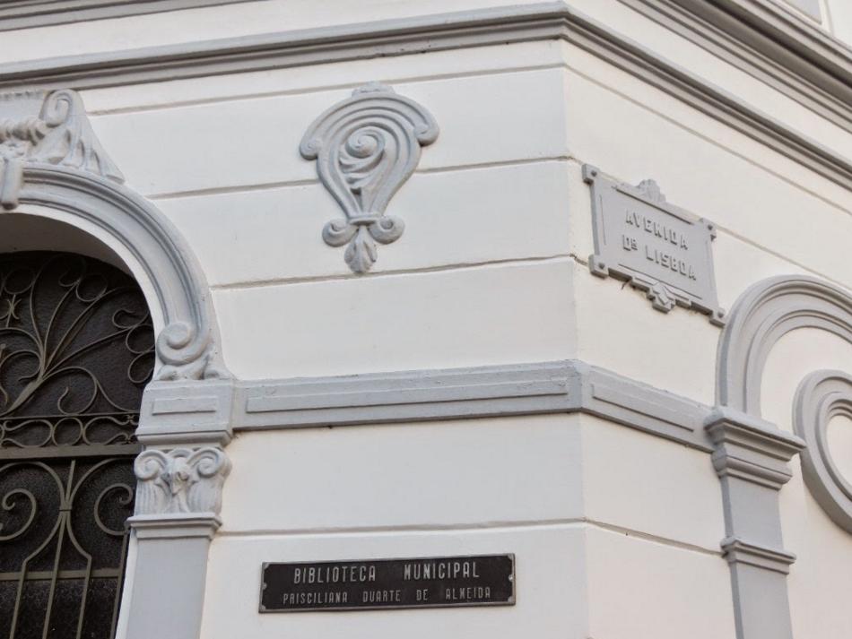 O prédio é antigo conhecido dos moradores da cidade (Foto: Caçadores de Bibliotecas)