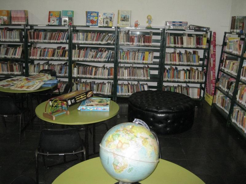 Parte do acervo da biblioteca de Betim, que conta com mais de 50 mil exemplares (Foto: Divulgação)