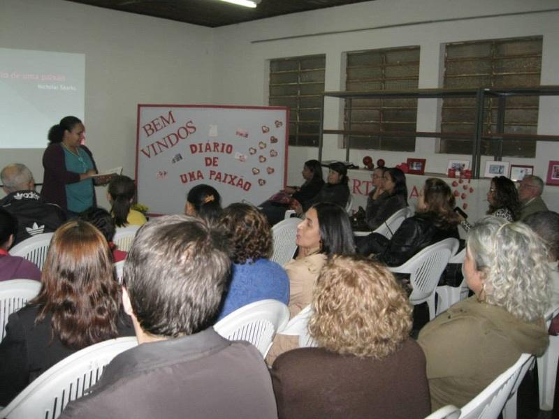 Leitores se reúnem em evento literário no espaço (Foto: Divulgação)