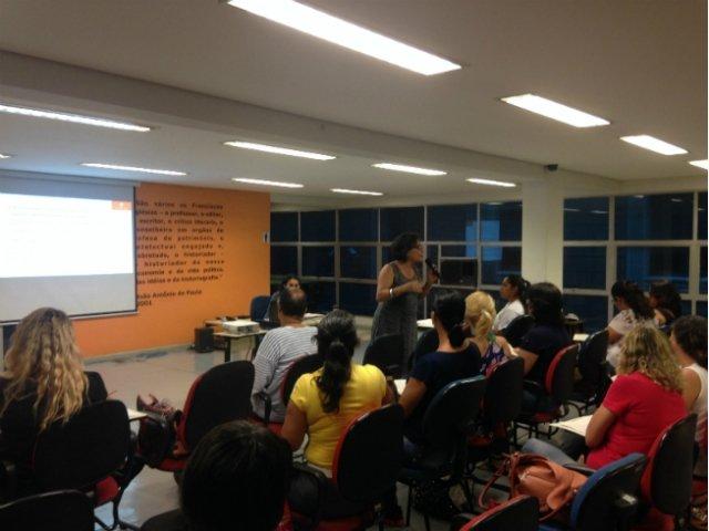 Cláudia Houara, assessora da Regional do MinC em Minas Gerais em oficina sobre o Prêmio Vivaleitura (Foto: Reprodução/MinC)