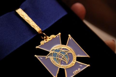 Medalha Professora Etelvina Lima (Mobile)