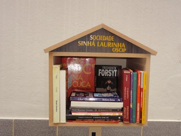 Projeto distribui livros em pontos estratégicos de Viçosa (Foto: Sociedade Sinhá Laurinha/Divulgação)