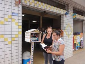 Projeto leva livros para moradores de Viçosa (Foto: Sociedade Sinhá Laurinha/Divulgação)