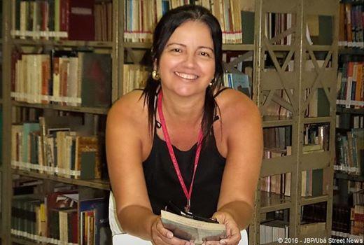 A bibliotecária Rose incentiva a conscientização de problemas sociais (Foto: Divulgação)