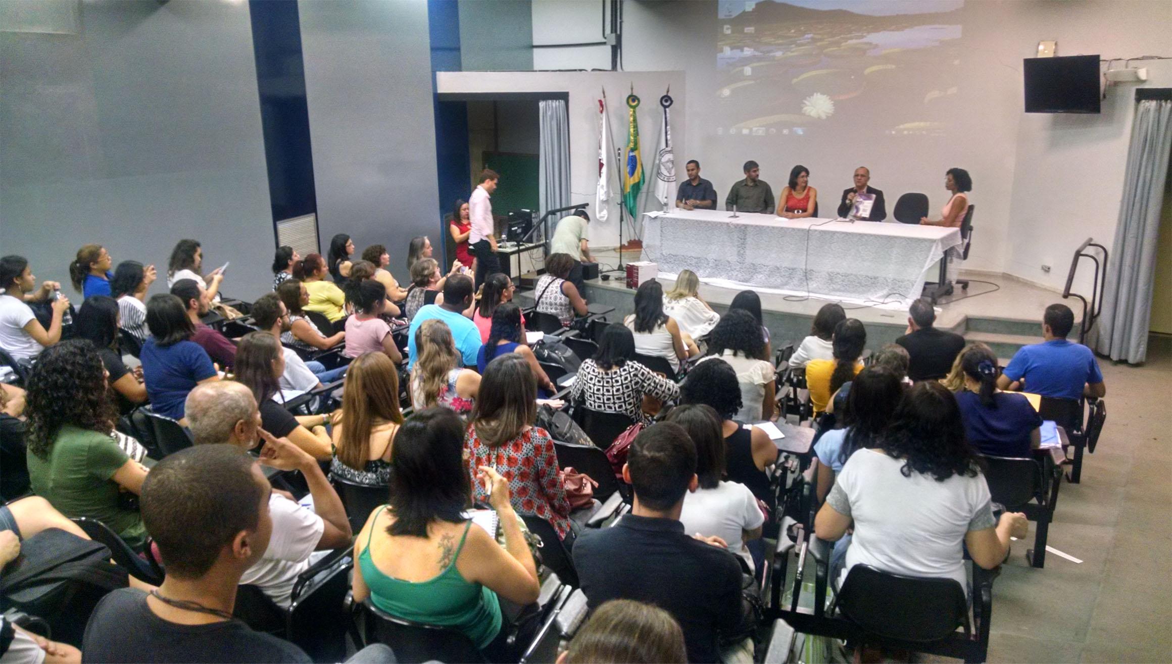 Mais de 160 pessoas acompanharam as palestras (Foto: Fabiana Senna)