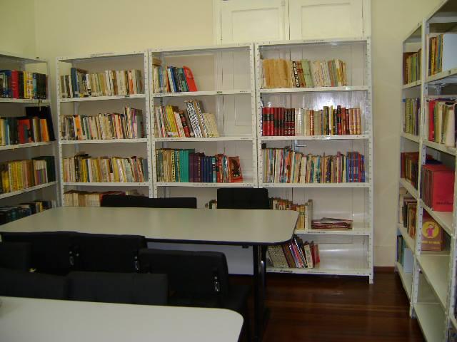 Sala de estudos da Biblioteca Pública Municipal Minerva Maluf de Souza, em Frutal (Foto: Divulgação)