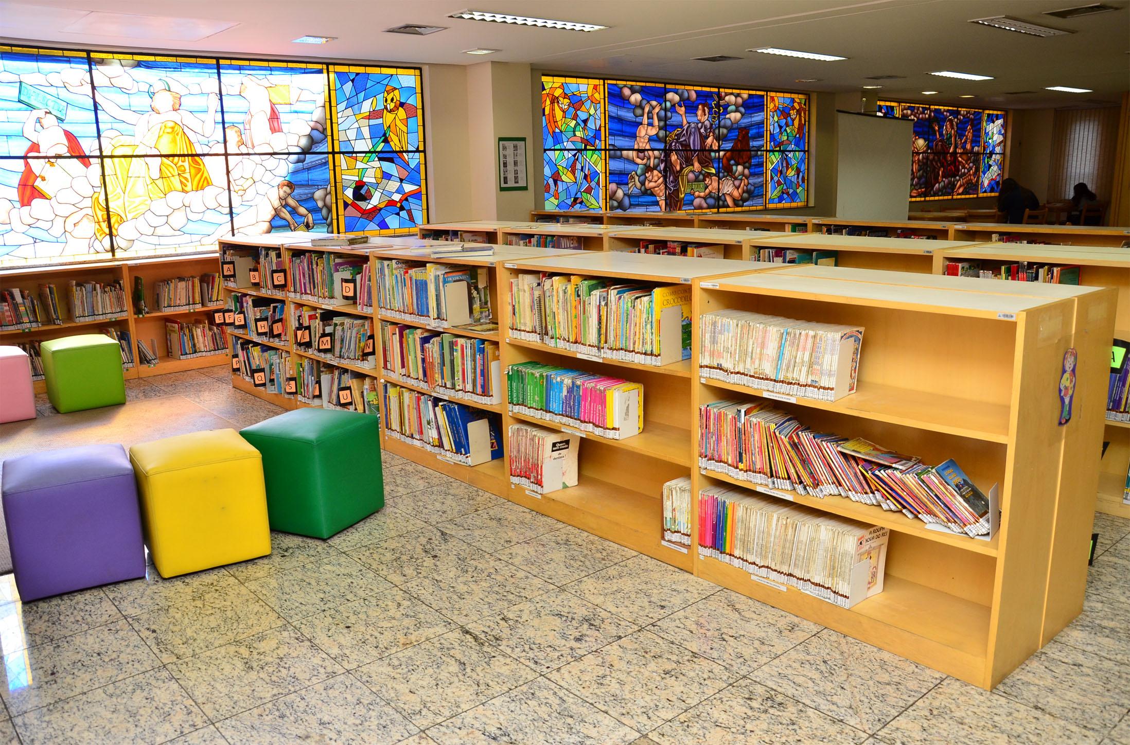 Espaço de leitura da Biblioteca São Marcelino Champagnat (Foto: Divulgação)