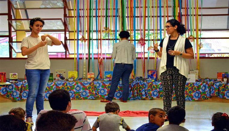 Contação de histórias atrai o público infantil (Foto: Divulgação)