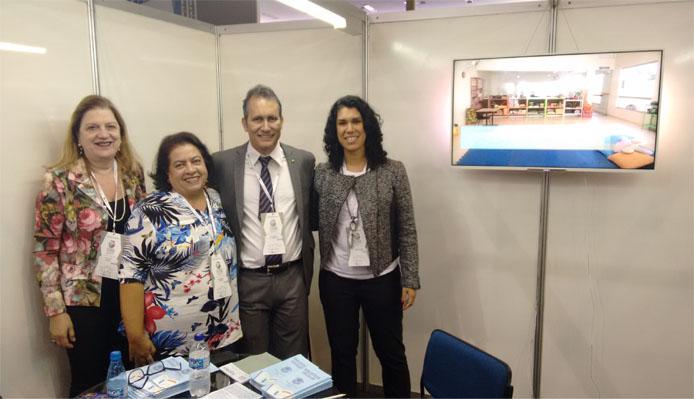 Orfila Mudado, fiscal do CRB-6, Denise Ramos, vice-presidente do CRB-6, Ângelo Roncalli, ex-prefeito de São Gonçalo do Pará, e Marina Nogueira, bibliotecária da UFMG (Foto: Álamo Chaves)