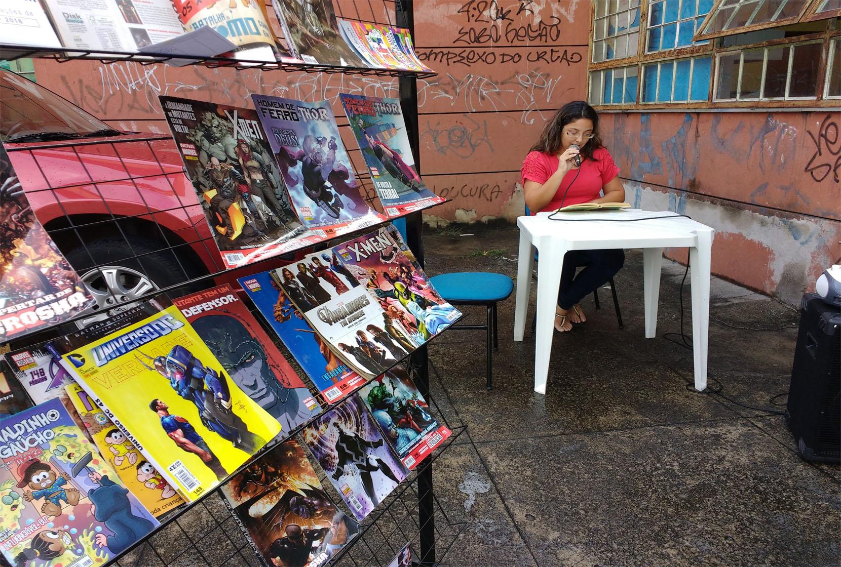 Palco Literário realiza leitura de crônicas e contos para a comunidade (Foto: Divulgação)