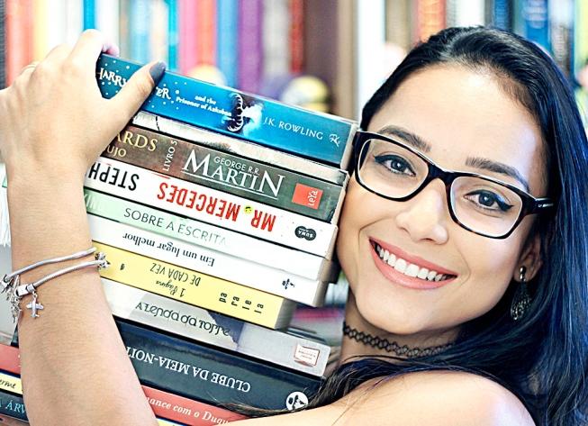 Juliana Cerqueira - Ela deixou de dar aulas de inglês para se dedicar completamente ao canal em que fala de livros variados (Foto: Divulgação)